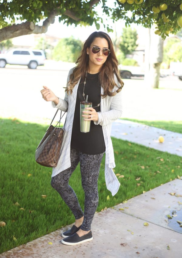 what to wear black friday shopping: think comfortable and think in layers! Click to see even more Black Friday outfit ideas