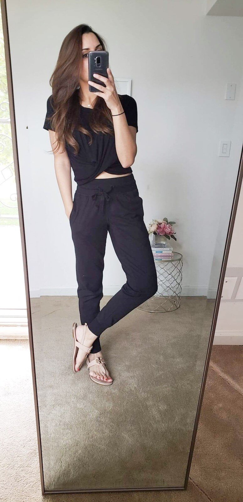 how to style joggers with a crop top: click to see 5 ways to style joggers and how to wear this trend!