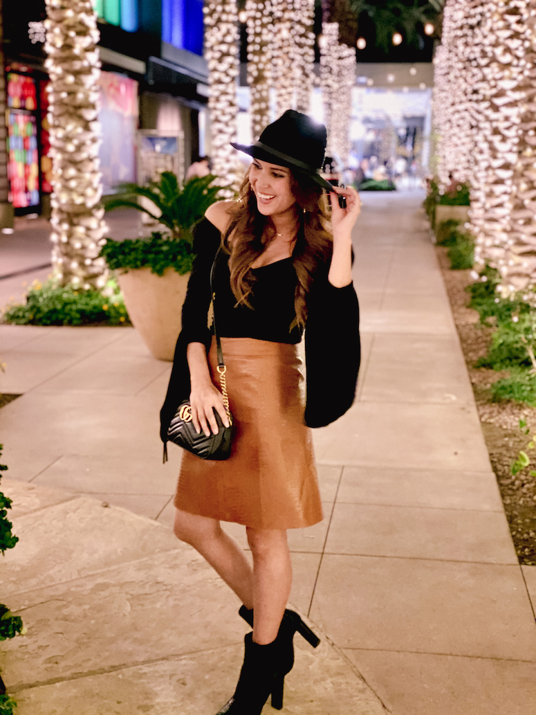 faux leather skirt outfit