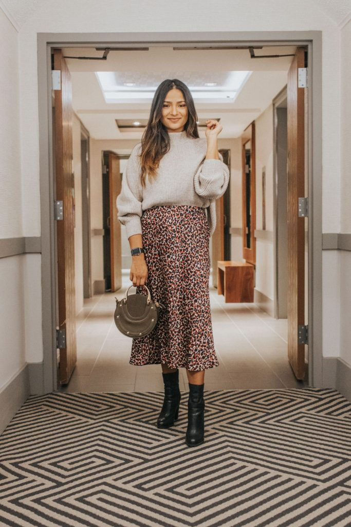 leopard print skirt and sweater outfit for fall