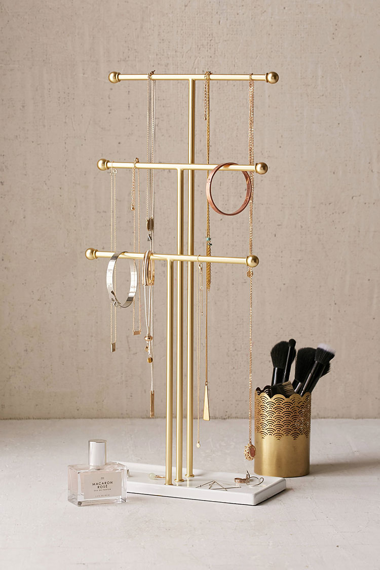 trigged tabletop jewelry stand