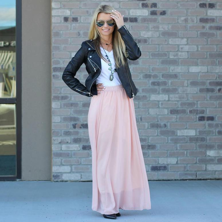 what to wear with pink maxi skirt t-shirt and leather jacket