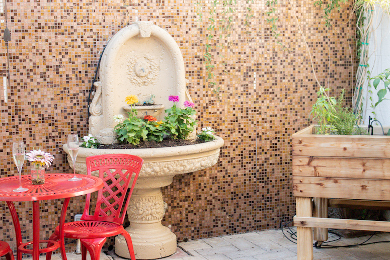 bEAUTIFUL MOSAIC TILE ON OUTOODOOR PATIO