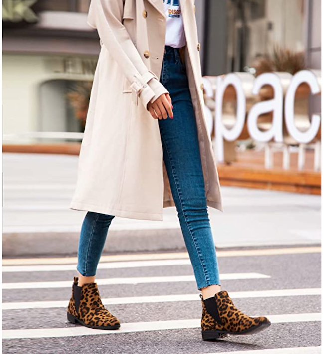 leopard print boots outfit ideas with jeans